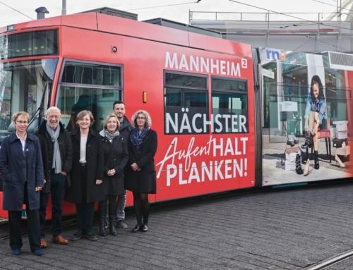 Neue Planken-Bahn wirbt für Shopping-Meile
